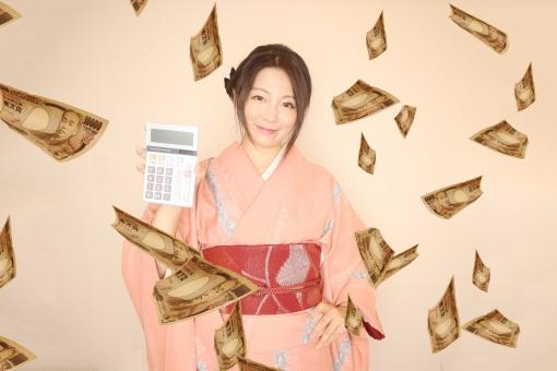 お金と着物の女性の写真
