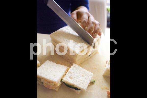 サンドイッチ作りの写真