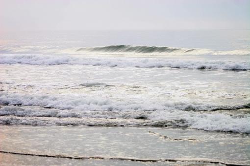 海 朝の海 波 陽光の海 浜辺 波際 穏やかな海 海岸 夏の思い出 潮 6月の海 九十九里浜 思い出の九十九里 海の家 はまぐり 貝