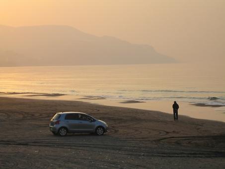 夕陽と人01の写真
