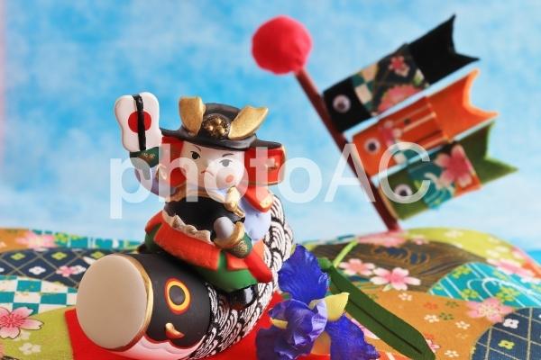 五月人形と鯉のぼりの写真