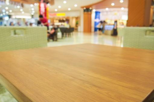 ショッピングモール ショピングセンター 商業施設 大型店 フードコート 食堂 テーブル ママ 子育て 育児 遊び場所 お出かけ ランチ お昼 ご飯 椅子 席 atohs 店内 ライト 店舗 店 ブース 廊下 コンコース 明るい 子連れ 売り場