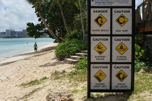 外国 海外 外国風景 海外風景 観光 旅行 休暇 グアム ミクロネシア アメリカ合衆国 景色 風景 自然 空 晴天  植物 葉 葉っぱ 南国 南国植物 樹木 木 樹 海 ビーチ 海岸 波 看板 注意 案内