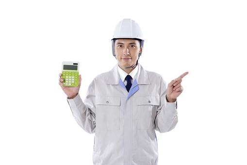 日本人 男性 おとこ 青年 社員 職員 ビジネスマン 仕事 労働 業務 ビジネス ワーク 会社 職場 営業 事務 作業 制服 ヘルメット 指さし 人差し指 電卓 電算 持つ 示す 計算 勘定 算定 見積 コスト 費用 金額 数値 カウント 白バック 白背景 mdjm001