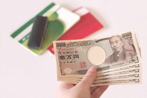 預金通帳と印鑑と現金の写真