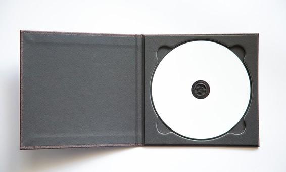 CD DVD ディスク データー ビデオ バックアップ AV機器 ケース パソコン ビデオ 映画 書き込み 録画 作る 書き込む 印刷 DVD-R 記録 コンパクトディスク 黒 白 背景白 開く 開ける 開封