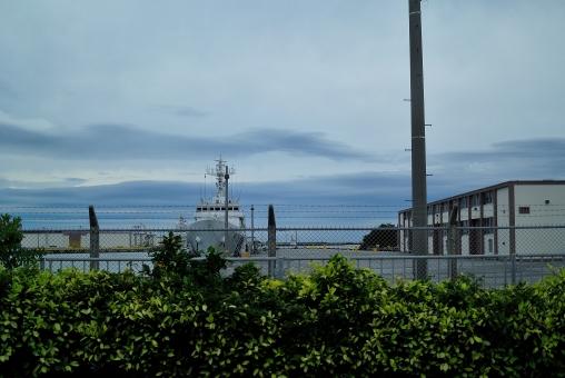 沖縄 那覇港 自衛隊 艦隊 船 海 平和 空 南国 南の島