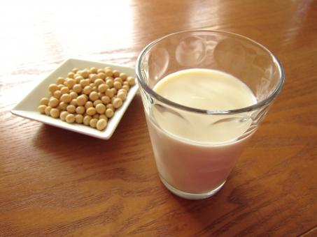 豆乳 大豆 豆 豆製品 飲み物 飲料 健康 美容 イソフラボン ダイズ マメ まめ コップ ガラス ヘルシー