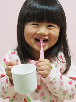 子ども 3才 歯ブラシ child 虫歯 コップ パジャマ pajamas smile japanese toothbrush girl 楽しい 元気 陽気 歯磨き 園児 女の子