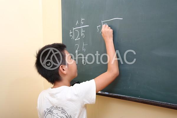 授業中の子供4の写真