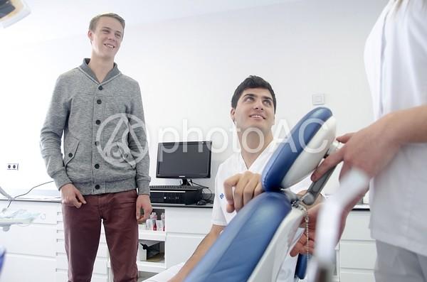 医師と看護師と患者5の写真