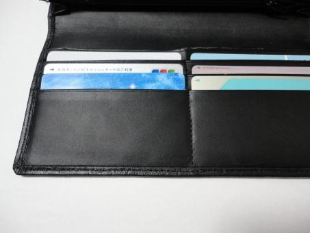 有価証券 金券 価値 払う 有料 カード カード入れ 財布 キャッシュカード 現金 クレジット クレジットカード クレジット機能 お金 金銭 お金持ち リッチ 財産 資産 カードケース 支払い 国際 ポイントカード 枚数 信用 銀行 貯金 散財