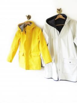雨具 カッパ コート 梅雨 雨 防寒 上着 黄色 親子 イエロー アウトドア 雪 冬 白地 余白 白バック