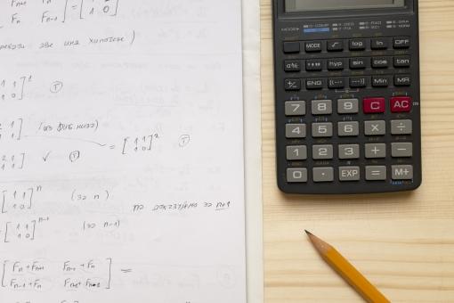 ノート 鉛筆 電卓 メモ メモ帳 筆記帳 雑記帳 控帳 ペン ペンシル 計算機 計算器 電算機 電子式卓上計算機 電子式計算機 紙 計算 計算式 数 数字 算数 数学 文具 文房具 筆記具 筆記用具 数式