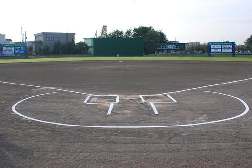 日本 国内 外 屋外 野外 運動 スポーツ グラウンド 運動場 野球 芝生 地面 ライン 野球場 試合 プレー 無人 風景 景色 景観 空 バッターボックス ダートサークル ホームベース 広い 広々