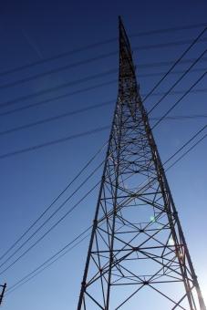 塔 鉄 送電線 送電 電気 高圧電線 電線 高圧 高い 大きい 電力 鉄塔と空 電力自由化 電気代 自由化 電気料金 SKY TOWER tower sky 建物 建造物 高層物 高層 高所 電力会社 会社 選択 代金 選ぶ