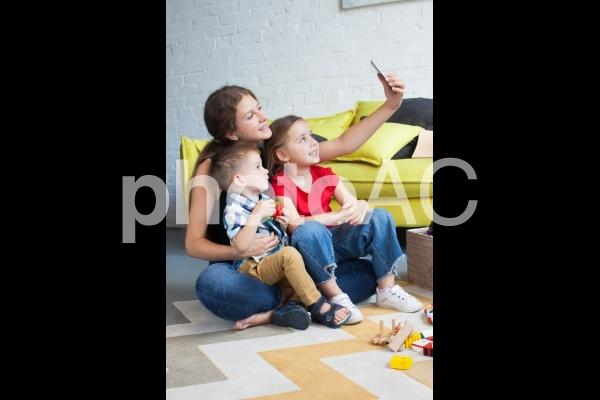 子どもと遊ぶベビーシッター43の写真
