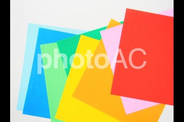 カラフルな折り紙(まばら)の写真