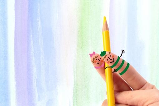 指 かわいい 小さい 指人形 顔 男の子 女の子 男性 女性 学生 擬人化 イラスト CG コンピュータグラフィックス 合成 色鉛筆 絵描き アート 芸術 美術 描画 パステル 絵の具 ストライプ 模様 縞模様 縦じま 手書き