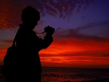 シルエット カメラマン カメラ 男性 赤 赤やけ 夕焼け 夕焼 夕日 夕陽 夕暮れ 夕暮 サンセット 鮮やか 幻想的 感動 背景 旅 冒険 出合い 出会 出逢い 出会い 南米 ペルー 海