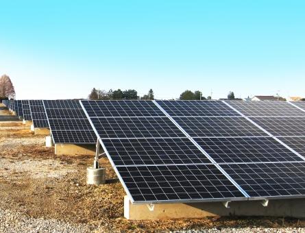 太陽光発電 ソーラーパネル 太陽光パネル ソーラーシステム 電気 電力 クリーンエネルギー 自家発電 太陽電池 エネルギー エナジー 自然エネルギー 売電  地球環境 省エネ 省エネルギー エコ 再生エネルギー エコロジー 施設 設置 補助 建物 環境問題 建造物 建築物 風景 Co2 景色 二酸化炭素 空 晴天 蓄電池 快晴 青空