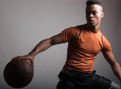 グレーバック ポートレイト ポートレート 肖像 人物 外国人 黒人 黒髪 男性 20代 30代 若者 スポーツ選手 アスリート モデル バスケット バスケットボール ボール スポーツ シャツ スポーツウェア トレーニングウェア イケメン ハンサム かっこいい スタイリッシュ クール ファッション 持つ mdfm054
