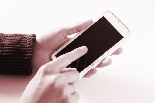 スマホ操作 スマホ スマートフォン ビジネス 素材 背景 背景素材 ウェブ素材 ホームページ素材 ブログ素材 SNS ITツール インターネット 検索 調べる タッチ 専用アプリ ダウンロード フォロー 写真 動画 コンテンツ 友達 仲間 家族 コミュニケーション ユーザー マニュアル 使い方 サービス