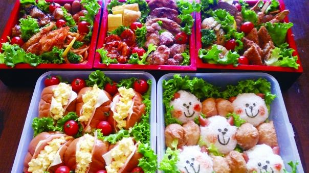 お弁当 運動会 ピクニック 行楽 行事 学校 豪華 可愛い キャラクター 弁当 おかず おにぎり サンドイッチ 食べる 美味しい 花見 子供 喜ぶ 家族