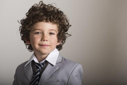 外国人 外人 白人 男性 男 男の子 子供 子ども 幼児 パーマ 天然 幼稚園 小学生 ビジネス ビジネスマン 仕事 働く 労働 サラリーマン 営業 スーツ グレー ネクタイ ストライプ Yシャツ ワイシャツ 笑顔 微笑 ほほえみ 笑う mdmk011