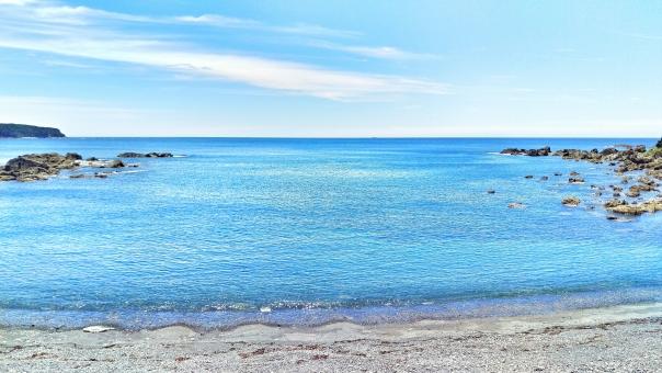 自然 風景 景色 海 うみ 海辺 浜辺 砂浜 ビーチ 海水浴 水着 サンダル 太陽 ギラギラ まぶしい ひかり 輝き 暑い 夏 サマー 休み たのしい エンジョイ ハッピー ドライブ 車 走る 爽快 風 気持ちいい リフレッシュ 癒し リラックス 潮風 波 水 うるおい さかな 貝殻 きれい 美しい ビューティフル 山 みどり 空 そら スカイ スカイブルー 水色 みずいろ 雲 四国 南国 高知