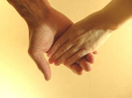 手をつなぐの写真
