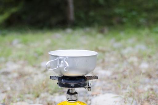 お湯 沸かす 野外 屋外 アウトドア コッフェル 鍋 バーナー ガスバーナー アルミ 自然 アップ クローズアップ