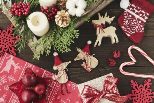 クリスマスを彩る小物たちの写真