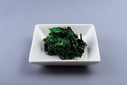 野菜 法蓮草 ほうれんそう ホウレン草 葉物 葉物野菜 新鮮 フレッシュ 栄養 ヘルシー 健康 美容 ビタミン 葉酸 食べ物 農産物 作物 収穫 夏野菜 緑黄色野菜 煮物 和食 胡麻和え ごまあえ 小皿 一品 おかず