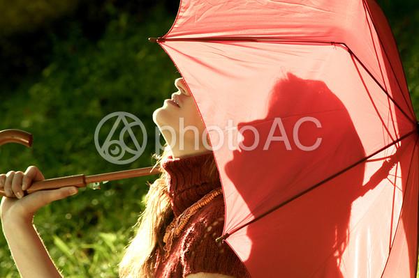 傘をさす女性24の写真