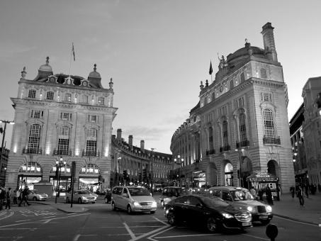 ピカデリーサーカス ピカデリー・サーカス ロンドン 観光地 海外 外国 町並み 街並 白黒 piccadilly circus london england