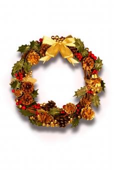 クリスマス リース 手作り 手造り 柊 ヒイラギ 松ぼっくり ゴールド 金色 俯瞰 リボン 金リボン 影 シャドー 影あり シャドーあり 切り抜き おしゃれ 可愛い かわいい アナログ 豪華 派手 xmas christmas 葉っぱ 葉 コピースペース 空間 余白 白 白背景 白バック ホワイト ホワイトバック 白壁 ホワイト壁 爽やか 明るい 明るめ 輝き キラキラ