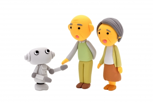 ロボット シニア 夫婦 機械 ふれあい 近未来 老夫婦 おじいちゃん おばあちゃん 老人 高性能 会話 おしゃべり 挨拶 触る かわいい クレイ 粘土 クレイドール 技術 テクノロジー 人間 男 女 仲良し 楽しい 感動 驚く 笑顔 好奇心