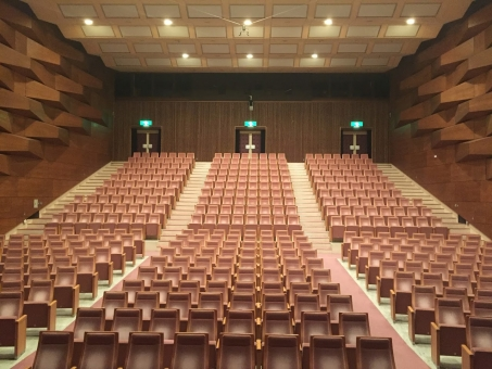 オーケストラ 観客席 観劇 劇場 座席 無人 音楽ホール 上映前