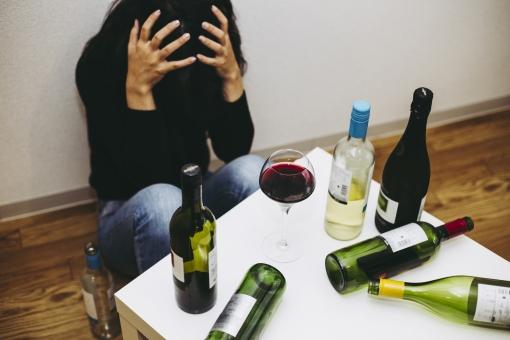 飲みすぎの写真素材|写真素材なら「写真AC」無料(フリー)ダウンロードOK