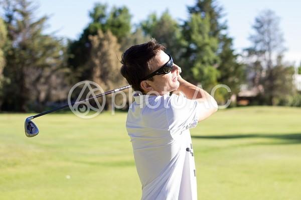 ゴルフする男性3の写真