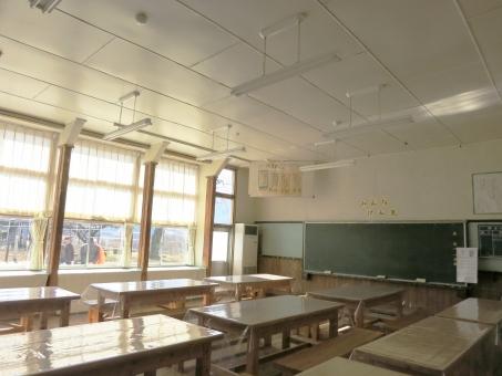 黒板 教室 廃校 小学校 木造 校舎 カーテン 昭和 朝日里山 茨城 石岡 蕎麦 やさと 2015