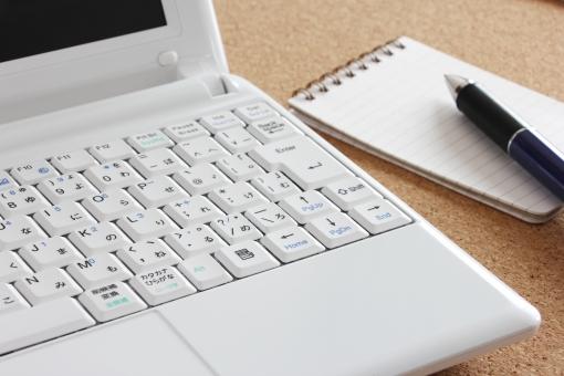パソコン メモ帳 ノートパソコン メモ用紙 めも帳 めも メモ 覚書 書類 資料 ビジネス 背景 素材 背景素材 web web素材 壁紙 イメージ PC memo MEMO やりとり ツール 道具 事務 作業 事務作業 仕事 メモをとる メモする