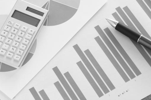 ビジネス 資料 ビジネス資料 プレゼン プレゼンテーション 提案資料 書類 会議資料 営業会議 企画会議 グラフ資料 ボールペン 電卓 データ 統計 集計 分析データ 営業成績 販売実績 商品 製品 サービス 企業 会社 打ち合わせ 報告書 見積り資料 強み マーケティング 素材 背景 背景素材 ウェブ素材 イメージ ブログ ホームページ web blog business work plan sale data 数字 数値 見通し 経営不振 順風満帆 業績推移 順調 不調 成長 ベンチャー 経済 経営