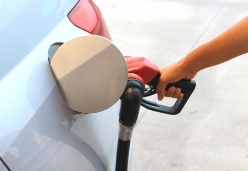 ガス欠 ガソリンを入れる 給油する 価格 値段 セルフガソリンスタンド 満タン エコ ハイブリッド 交通費 ガソリン代 軽自動車 リッター 1リットル 1リットル 値上がり 値下がり 税金 走行距離 セルフ式 アメリカ エネルギー オイルスタンド カラフル ガススタンド ガソリン ガソリンスタンド クローズアップ スタンド セルフ セルフスタンド ノズル ハイオク ポンプ レギュラー 握る 屋外 掛ける 機械 給油 給油ノズル 給油ポンプ 給油機 給油口 軽油 差し込む 資源 車 手 乗用車 人 人物 男 昼間 日本人 入れる 燃費 燃料 米国 北アメリカ 北米 自動車 石油 イメージ web