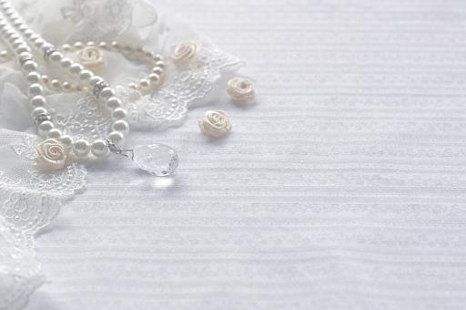 背景 コピースペース 壁紙 小物 雑貨 ジュエリー レース パール アクセサリー ネックレス 布 ロマンティック ロマンチック 女性 貴金属 おしゃれ きれい 背景素材 バックグラウンド 壁紙素材 テキストスペース