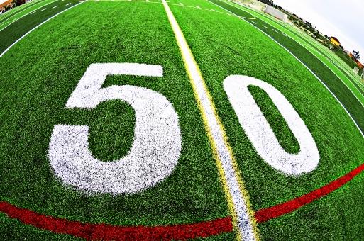 芝生 緑 グリーン グラウンド 運動場 フィールド 整備 施設 ライン 数字 50 5 0 文字 長さ 単位 コート 屋外 外 野外 試合 インク 石灰 ペンキ 植物 スポーツ 運動 競技会