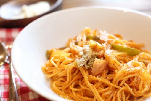 ナポリタン スパゲッティ スパゲティ パスタ パルメザンチーズ ピーマン 玉葱 スプーン フォーク 食べ物 料理 洋食 イタリアン 麺類 野菜 イタリア料理 麺 スパゲッティー スパゲティー チーズ 食事 タマネギ 食品 たまねぎ 粉チーズ