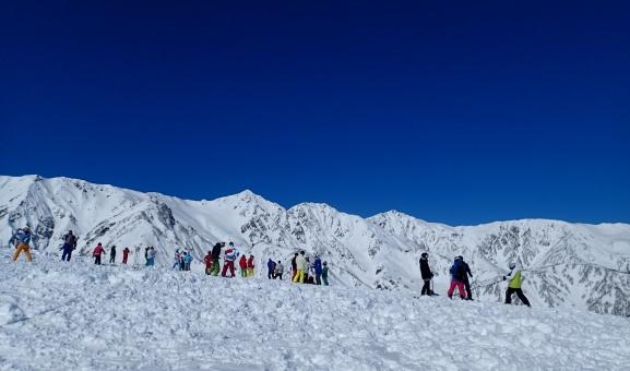 信州 長野 白馬 八方 スキー スノーボード ゲレンデ 冬 晴れ 連峰 はくば 雪 レジャー スポーツ 観光 名所 絶景 景色 風景 雪景色 雪山 山 人 スキーヤー 青空 晴天 快晴
