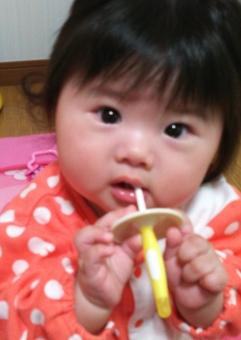 女の子 パジャマ 歯ブラシ 日本人 乳幼児 girl baby japanese toothbrush 歯みがき ハミガキ 赤ちゃん